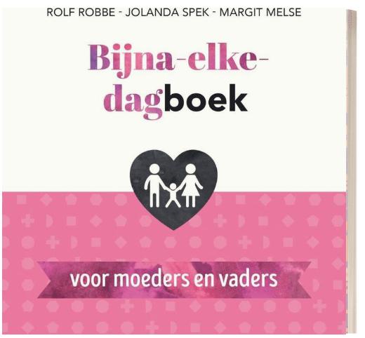 Het boek bijna elk dagboek voor moeders en vaders